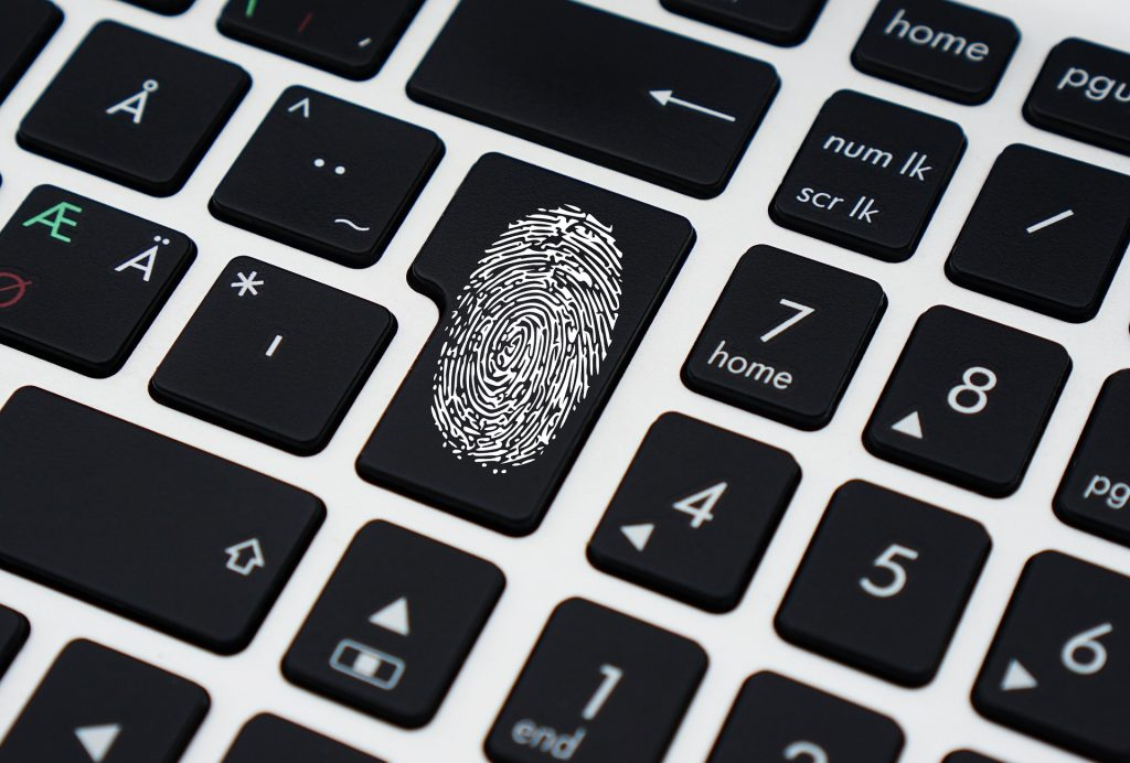 Kas yra tapatybės nustatymas ir kokia jo reikšmė rinkodarai?