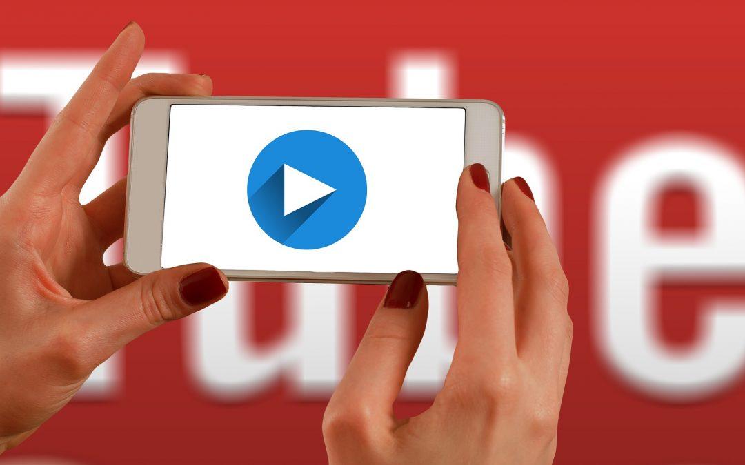 """Ar ir jus """"YouTube"""" influenceriai paskatino nusipirkti?"""